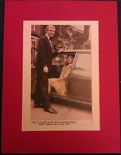 1966 ENGLAND - BOBBY MOORE GENUINE AUTOGRAPHED MAGAZINE PICTURE IN LARGE MOUNT