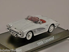 1958 CHEVROLET CORVETTE in White - American Graffiti - 1/43 scale model MotorMax