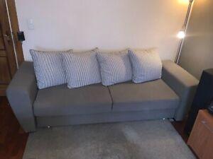 Sofa mit Schlaffunktion und passendem Sessel in grau- auch einzeln