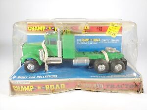 Champ of the Road Kenworth W900 Semi Truck Tractor Diecast - Green - NEW NOS