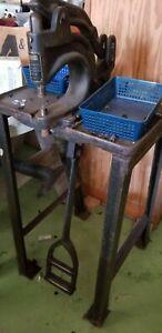 United Carr Kick Press Fastener Attaching Machine
