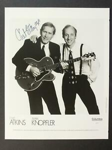 COUNTRY MUSICIAN CHET ATKINS (1924-2001) AUTOGRAPH 8 x 10 PHOTO~