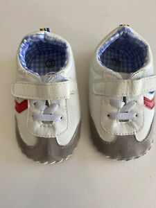 baby shoes sneaker boy size 3. 70s style.