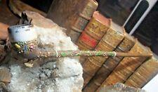 pipe en terre cuite sculptée et émaillée  avec des motifs fleurs et feuillage
