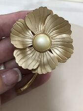 Vintage 1970S Flower Pin Brooch With Pearl Cabochon Center
