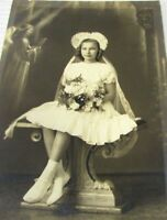 """Vintage 1930s Photo Pretty Girl At Communion 4""""x 6"""" Angel Background"""