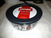 """Pyrex Holiday 4-Cup Bowl with Penguins Winter Christmas Edition Bowl 6"""" x 2.75"""""""