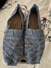 Tom's Alpargata Slip-On for Women, Size 8.5 - Blue Denim Lace Pattern