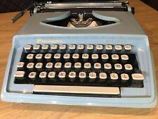 60's BLUE REMINGTON HOLIDAY MANUAL PORTABLE TYPEWRITER WITH ORIGINAL CASE