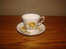 Vintage Elegant QUEEN ANNE Bone China England Floral Design Tea Cup & Saucer Set
