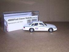 "Busch #49009 1998 Ford Crown Victoria ""United Taxi"" White H.O.Gauge"