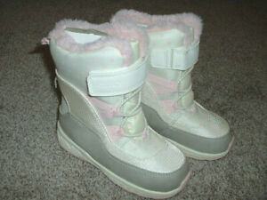 Carter's White Pink Heart Winter Snow Fur Boots Toddler Girls Shoe Size 11 NWT