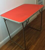 Mini table de camping , combi, camping-car , vintage 1960's pliable rouge