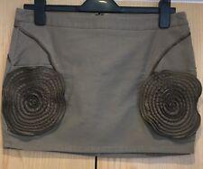 Sisley Taglia 42 (UK 10) Short Gonna Marrone Design Cool zip caratteristica FIORE A SPIRALE