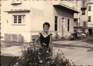 - FOTO ANNI 60 - RAGAZZA  AL MARE - IN VILLEGGIATURA -