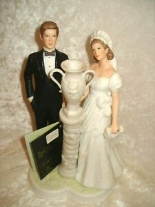 Wilton HEART STRINGS Bride & Groom Figurine, Wedding Cake Topper, Greek Column