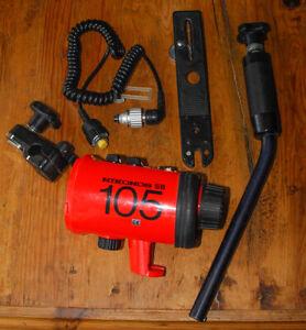 Nikon Nikonos SB-105 underwater flash strobe unit w Sync Cord Bracket Arm SB105