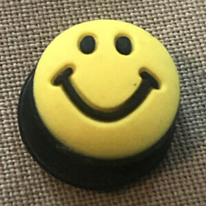 JIBBITZ CROC SHOE CHARM YELLOW HAPPY FACE 06-07 SKU120505P
