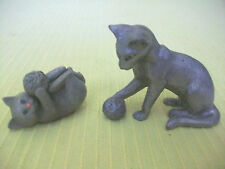 2 PEWTER CATS KITTENS FIGURINES ANIMAL PLAYING BALL FELINES FIGURES COLLECTIBLES