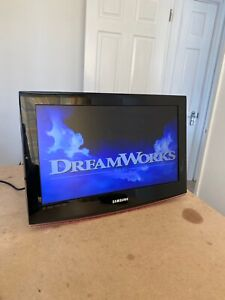 """Samsung 22"""" LCD TV - Freeview/DVD player/HDMI - LE22B470C9M - Tested"""