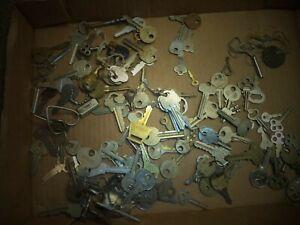 Vintage Antique keys 100+ LOT, Car, Home, Lock, Skeleton, Clock Keys, Yale,Caddy