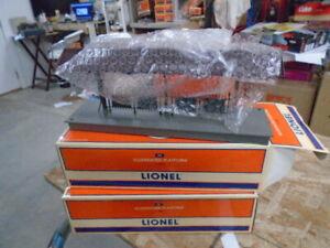 2 Lionel 157  Illuminated Platform 6-12943