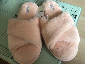 Splendid Pink Fluffy Slippers Size M/L (U.K. size 7+) #fabfitfun