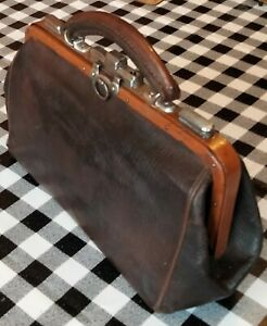 Vintage Small Leather Gladstone Doctors Bag 30 x 18 x 10cm. Fully intact