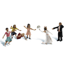 Woodland Scenics A1932 HO/OO Gauge Wedding Bouquet Toss Figures