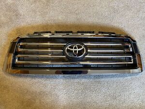 Like New OEM Toyota Sequoia Grille 18-21 Part # (53101-0C090)