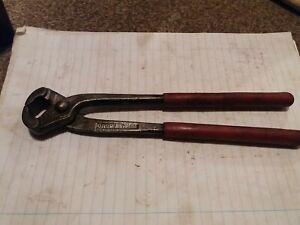 Long handle pliers