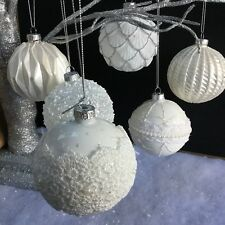 Set of 6 White Lace Pearl Glitter Christmas Tree Baubles Balls Decorations Snow