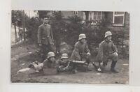 Foto AK Soldaten mit Stahlhelm Freikorps 1.WK MG Maschinengewehr Abteilung