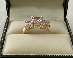 14CT GOLD QVC DIAMONIQUE PINK STONE TRILOGY RING, SIZE 'N', 2.8 GRAMS APPROX