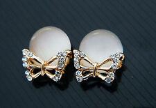 elegant & wunderschön Gold & weißer Opal Kristall Schmetterlinge Ohrstecker E235