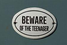 Piccolo ovale smalto metal diffidare dell' adolescente Porta Placca Segno