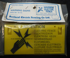 PACK OF 8 ELECTRIC FENCE WARNING SIGNS IN RIGID PLASTIC ( NEW OLD STOCK )
