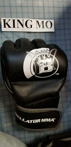 King mo autographed signed Bellator  MMA Glove