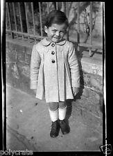 Portrait Enfant en Manteau -  négatif photo  années 1950