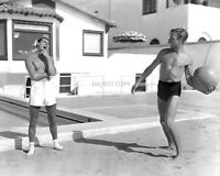 CARY GRANT AND RANDOLPH SCOTT HOLLYWOOD LEGENDS - 8X10 PUBLICITY PHOTO (EP-957)