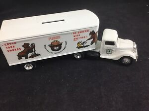 """ERTL #2147 """"US Forest Service Smokey The Bear"""" 1937 Ford T/T Bank"""