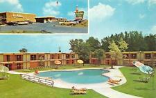 RAPID CITY, South Dakota   HOLIDAY INN  Roadside Pool Multi   c1950's  Postcard