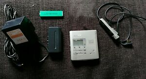 SONY MZ-R55 PERSONAL MINIDISC PLAYER/RECORDER COMPLETE GOOD WORKING ORDER