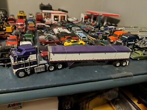 1/64 DCP PURPLE KENWORTH K100 cabover PURPLE/WHITE AND BLACK WITH GRAIN TRAILER