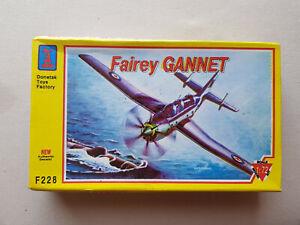 Donetsk  F228  Fairey Gannet  198x  [Airfix Revell Frog]
