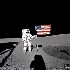 Photo Nasa - Apollo 14 - Alan Shepard plante le drapeau des Etats Unis US