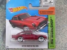 Voitures de courses miniatures rouges Aston Martin