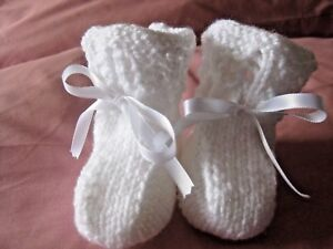 LOVELY HAND KNITTED BABY BOOTIES in WHITE - 0-3 MONTHS (6)