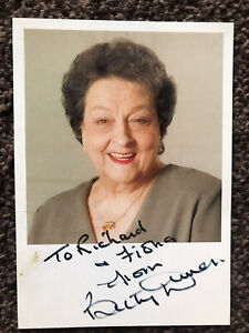 BETTY DRIVER MBE 1920 -2011 GB ACTRESS (Coronation St.) SIGNED 6 X4 PHOTO CARD