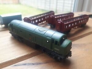 Lone Star Treble O Lectric locomotive plus 3 Coaches and Wagon.